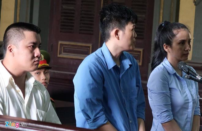 Hương, Vinh, Minh (từ phải qua) tại phiên tòa phúc thẩm. Ảnh: Dũng Phạm.