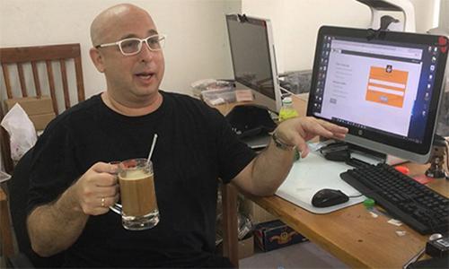 Erik Frankel tại văn phòng kiêm nhà xưởng ở quận 2, TP HCM. Ảnh: Hạnh Phạm