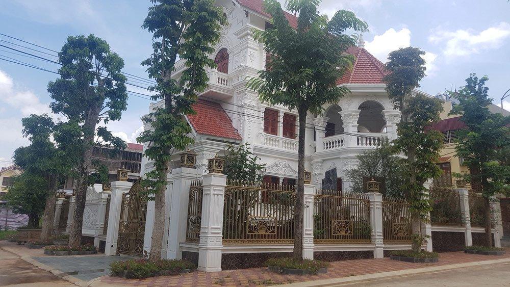 """Toàn cảnh (mặt trước) một """"bạch dinh triệu đô"""" tại khu phố nhà giàu Phúc Lộc 4, phường Vĩnh Trại, TP Lạng Sơn."""