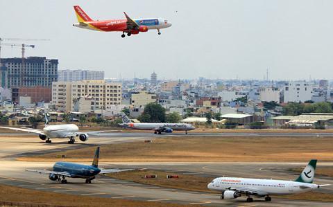 Cả ba hãng bay lớn cùng có văn bản đề xuất tăng giá vé máy bay. Ảnh: Lê Quân.