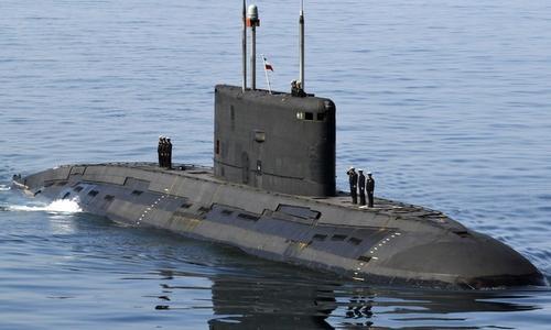 Tàu ngầm Kilo Nga trở về cảng sau chuyến tuần tra năm 2013. Ảnh: Bộ Quốc phòng Nga.