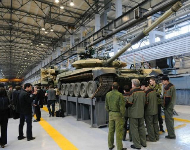 Xe tăng T-90 do Nga chế tạo chuẩn bị xuất xưởng.