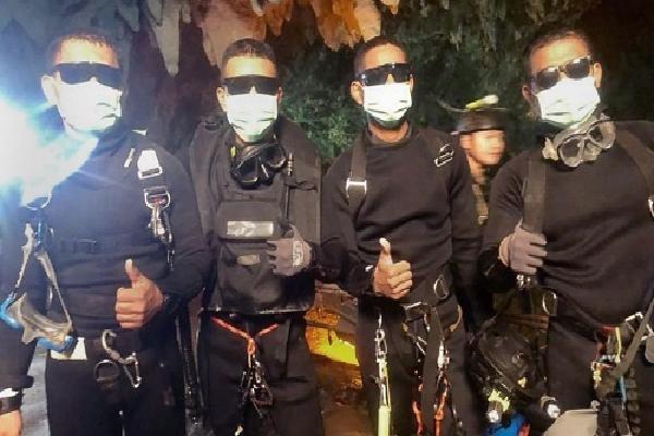Đặc nhiệm SEAL Thái Lan suýt kẹt lại hang vì máy bơm hỏng