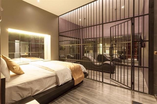 Cận cảnh phòng trang trí theo kiểu bạo dâm, 50 sắc thái tại khách sạn ở Cần Thơ vừa bị tuýt còi - Ảnh 4.