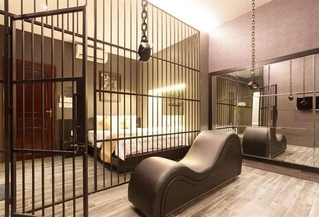Cận cảnh phòng trang trí theo kiểu bạo dâm, 50 sắc thái tại khách sạn ở Cần Thơ vừa bị tuýt còi - Ảnh 5.