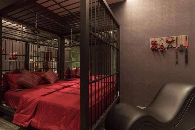 Cận cảnh phòng trang trí theo kiểu bạo dâm, 50 sắc thái tại khách sạn ở Cần Thơ vừa bị tuýt còi - Ảnh 7.