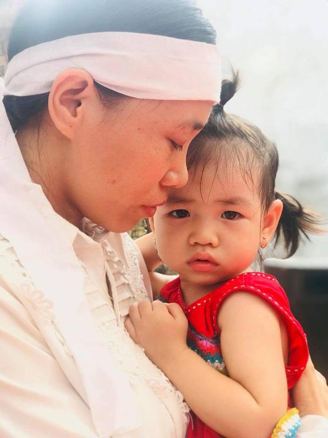 Lễ truy điệu người lính tàu ngầm Kilo Việt Nam đầu tiên hy sinh: Nước mắt vợ trẻ, con thơ - Ảnh 3.