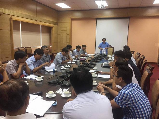 Thứ trưởng Bộ Y tế Nguyễn Viết Tiến chủ trì cuộc họp.