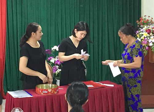 Một buổi bốc thăm chọn trường mầm trên địa bàn TP Hà Tĩnh. Ảnh: Đức Hùng