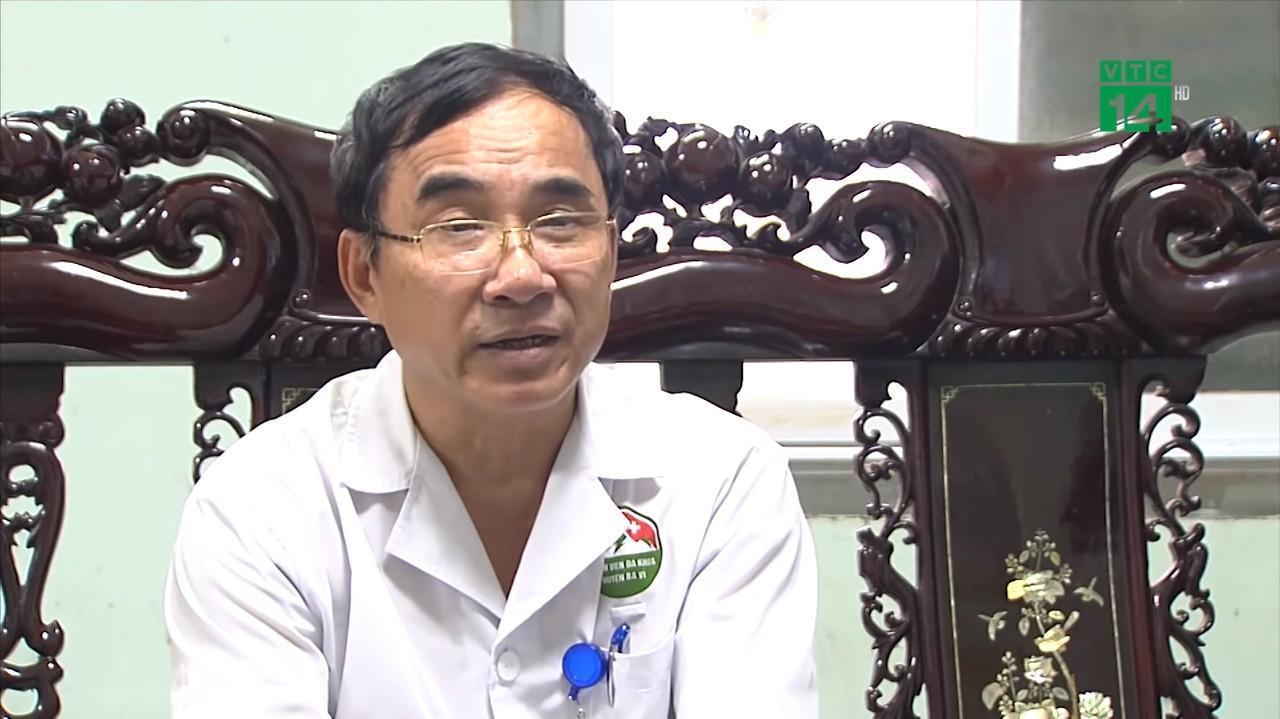 Bác sĩ CKII Đỗ Quốc Hùng, Giám đốc Bệnh viện Đa khoa Ba Vì - Ảnh cắt từ clip.
