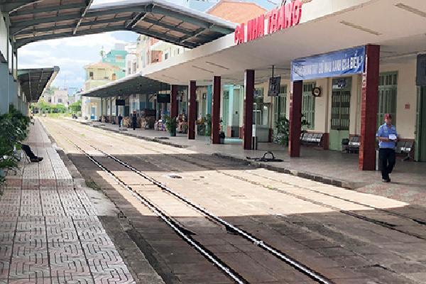 Hai tàu hỏa suýt đâm nhau ở Nha Trang