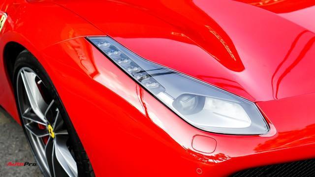 Hệ thống chiếu sáng quen thuộc mang nhiều nét thiết kế tương đồng với người đàn anh Ferrari 458.