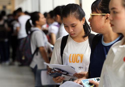 Thí sinh dự thi THPT quốc gia tại TP HCM. Ảnh: Quỳnh Trần.