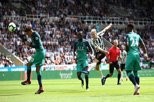 Video Newcastle - Tottenham: 3 bàn chóng vánh, vận may ngoảnh mặt