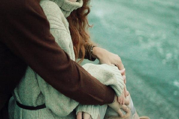Cuối cùng thì tình yêu cũng không bao giờ có thể giữ được người mình yêu...