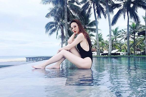 Bạn gái Cường Đô la tiếp tục khoe ảnh bikini nóng bỏng