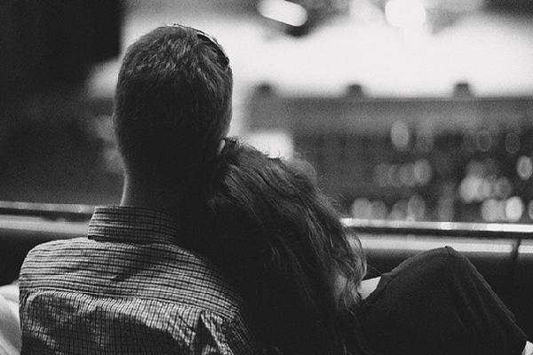 Nếu như có đôi lúc cảm thấy cô đơn, đừng nên cố gắng tay nắm sai người