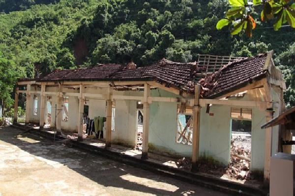 Dãy nhà của trường tiểu học miền núi Nghệ An tan hoang sau bão số 3, không thể khắc phục dù đã cận kề năm học mới