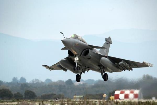 Đội bay với 3 chiến đấu cơ Rafale của Pháp sắp thăm Việt Nam