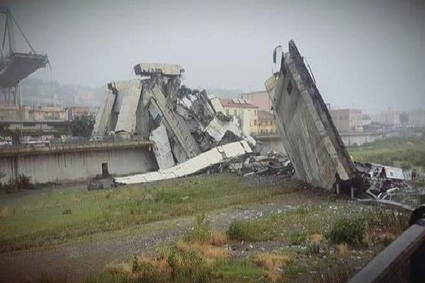 NÓNG: Sập cầu ở Italy, hàng chục người thiệt mạng