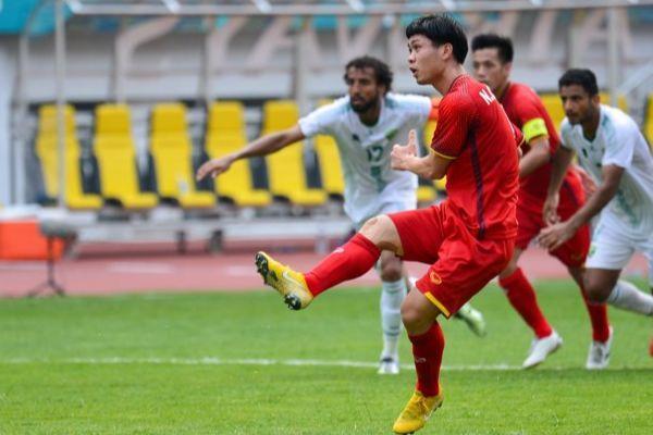 Công Phượng đá hỏng penalty, đồng đội chạy đến an ủi