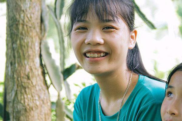 Nữ thủ khoa dân tộc Mường từng gạt nước mắt từ bỏ giảng đường: 'Nhờ cô giáo và mọi người, em được đi học rồi!'