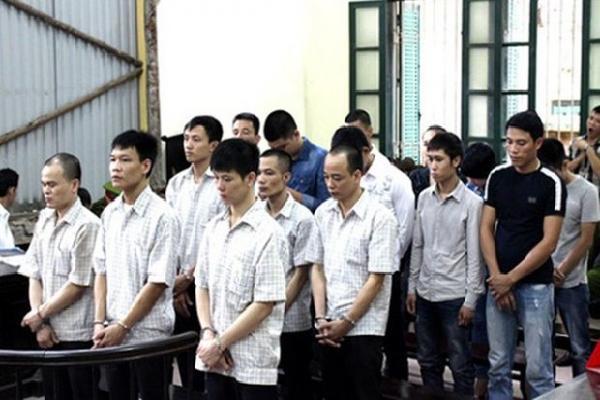 Hẹn nhau 'tử chiến' trên đường Láng - Hòa Lạc, 16 đối tượng phải hầu tòa