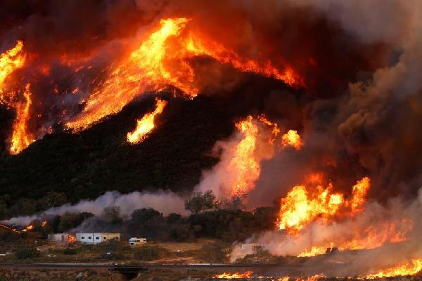 Tiến triển trong nỗ lực kiểm soát cháy rừng ở California, Mỹ