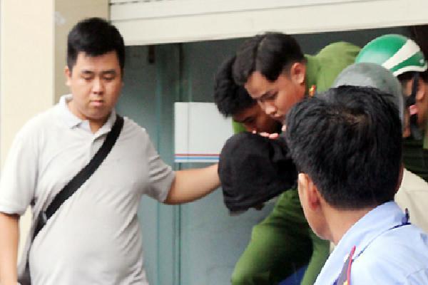 Bất thường của tên cướp trong ngân hàng ở Sài Gòn