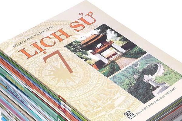 NXB Giáo dục lý giải bìa sách giáo khoa in hình Vạn Lý Trường Thành