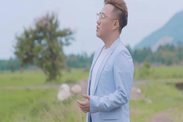 'Thánh Mưa' Trung Quân Idol đốn tim người nghe bằng giọng hát ngọt ngào trong MV mới về mẹ
