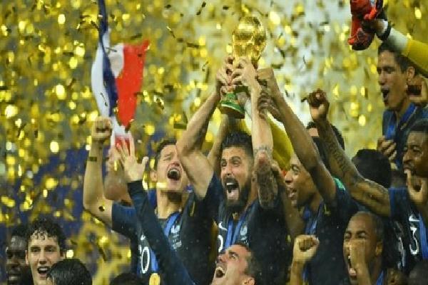 Cả thế giới quỳ dưới chân 'nghịch lý' Pháp