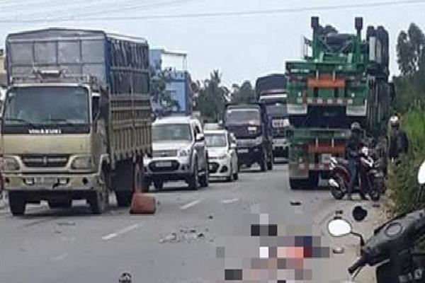 Va chạm với xe container, hai vợ chồng chết thảm