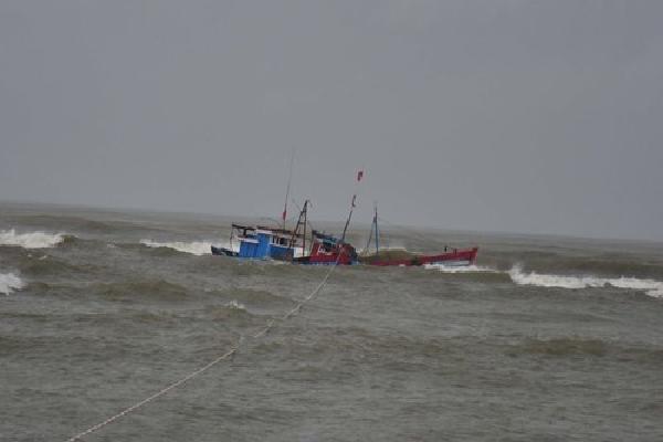 Ba ngư dân mất tích trên biển Quảng Ninh
