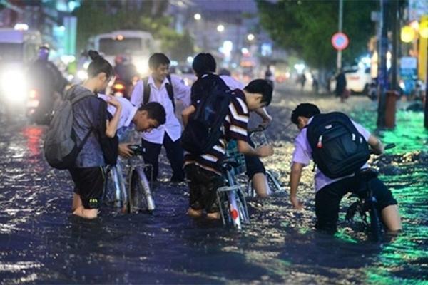 CẬP NHẬT Bão số 4: Học sinh Hà Nội có thể được nghỉ khi bão đổ bộ