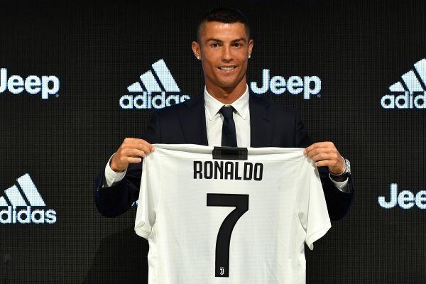 'Siêu bom tấn' Ronaldo lại ghi bàn, Juventus thắng kinh hoàng