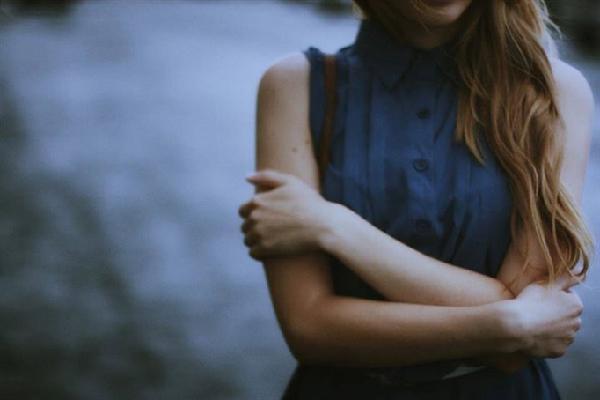 Là em, ả đàn bà 30 tuổi, yêu nồng nhiệt và thản nhiên buông bỏ