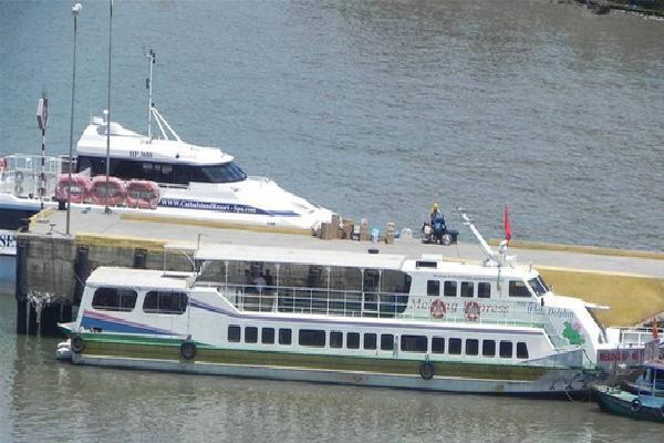 Mưa to và gió giật cấp 8, hàng ngàn khách du lịch kẹt lại Phú Quốc