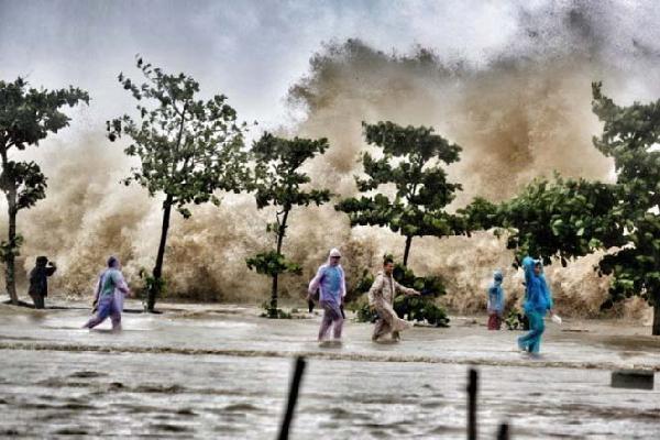 CẬP NHẬT bão số 4: Bão giật cấp 9, đã đổ bộ vào Thanh Hóa
