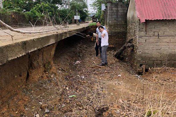 Bão số 4 đổ bộ, Hà Nội bơm trăm tấn bê tông tươi giữ chân đê