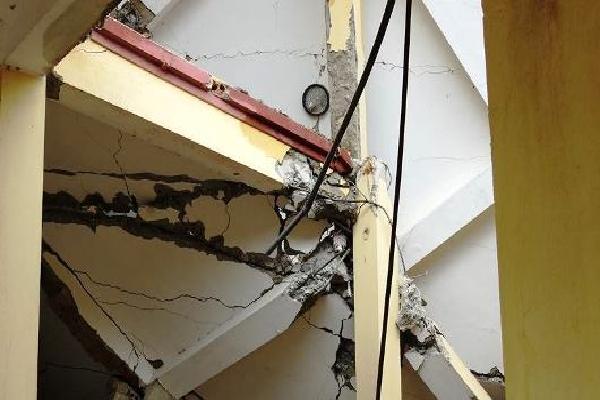 Cận cảnh ngôi trường 8 năm tuổi bị đổ sập