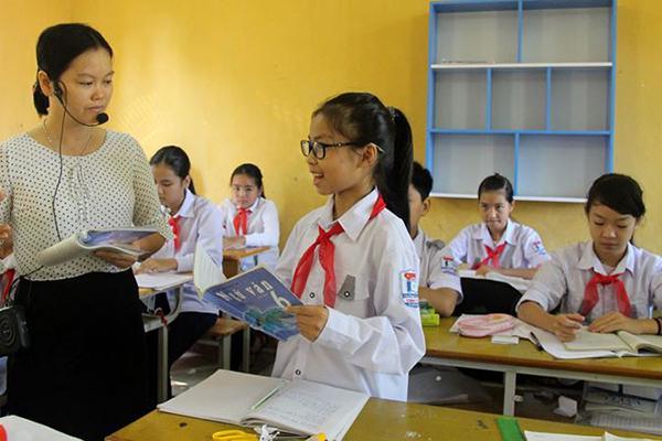 Phụ huynh nghèo vui mừng khi học sinh THCS được miễn học phí