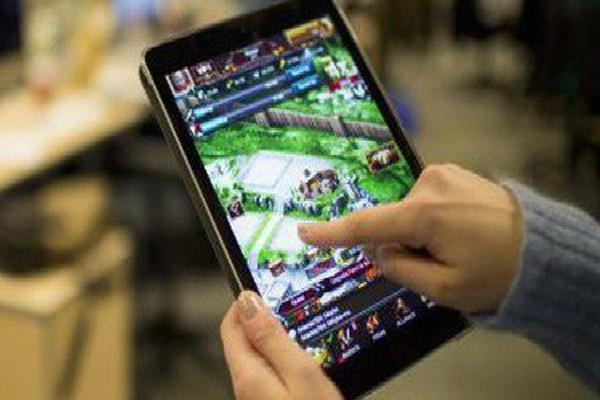 Cựu giám đốc thư viện Mỹ bị bắt vì nạp 2 tỷ đồng tiền công quỹ vào game mobile