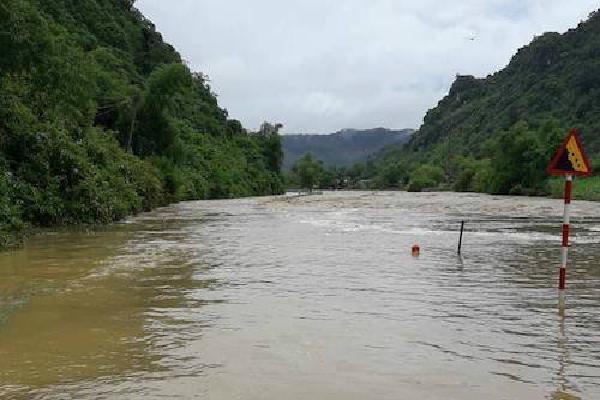 Mưa lớn sau bão, nhiều quốc lộ ở Nghệ An bị ngập sâu