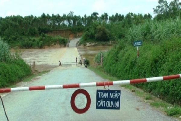 Hàng trăm hộ dân ở Nghệ An và Hà Tĩnh bị cô lập trước giờ bão Sơn Tinh đổ bộ