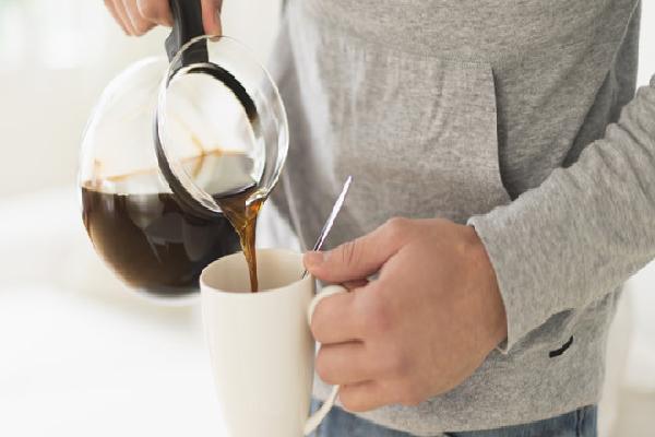 Thực hư việc uống cà phê giúp giải rượu