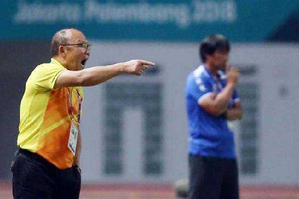 HLV Park Hang-seo hứa với CĐV sẽ đánh bại Nhật Bản