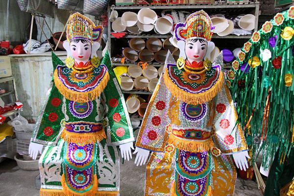 Thủ phủ vàng mã lớn nhất Hà Nội bán 'cô dâu, chú rể' và cả 'osin' cao cấp để đốt cho người cõi âm