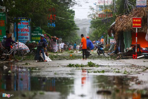 Ven biển Thanh Hoá ngổn ngang, xơ xác sau bão Sơn Tinh