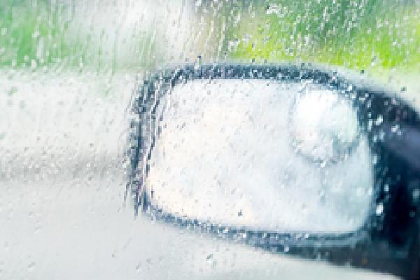 Mẹo xử lý mờ kính, nhòe gương khi trời mưa - tài xế Việt cần biết